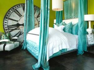 Спальня в бирюзовых тонах — широкий простор для творчества!