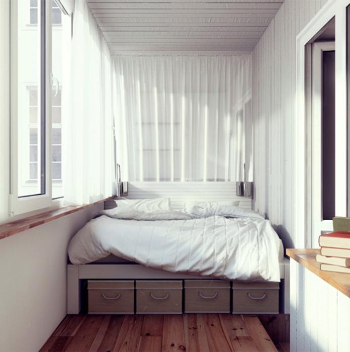 Спальню-на-балконе-лучше-оформлять-в-спокойных-тонах
