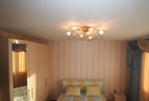 Натяжные потолки в спальне (фото и советы)