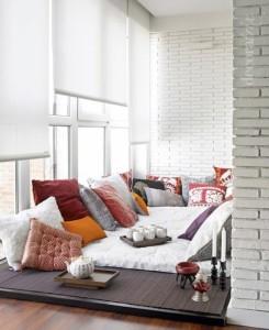 Обустраиваем спальню с балконом