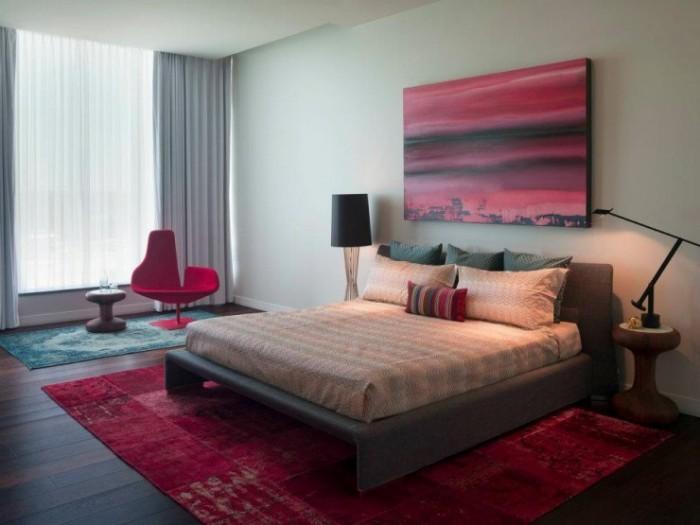 Серо-красная спальня