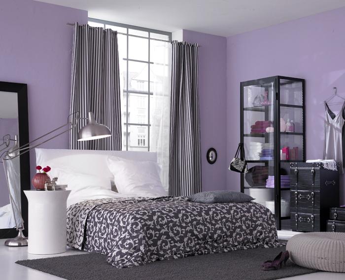 Спальня в серо-фиолетовом цвете