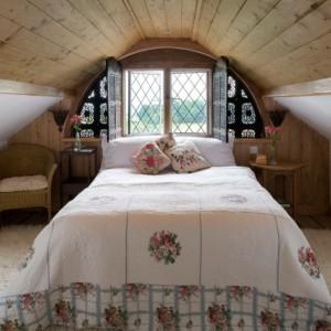 Спальня на даче — дизайн интерьера и советы