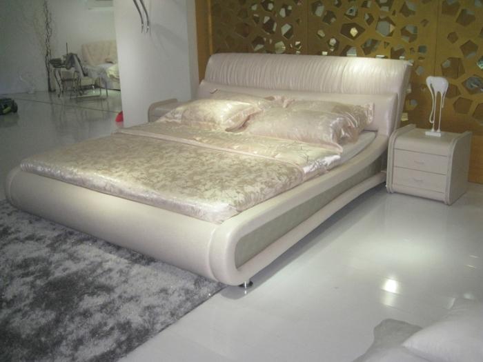 Кожанная кровать в спальню