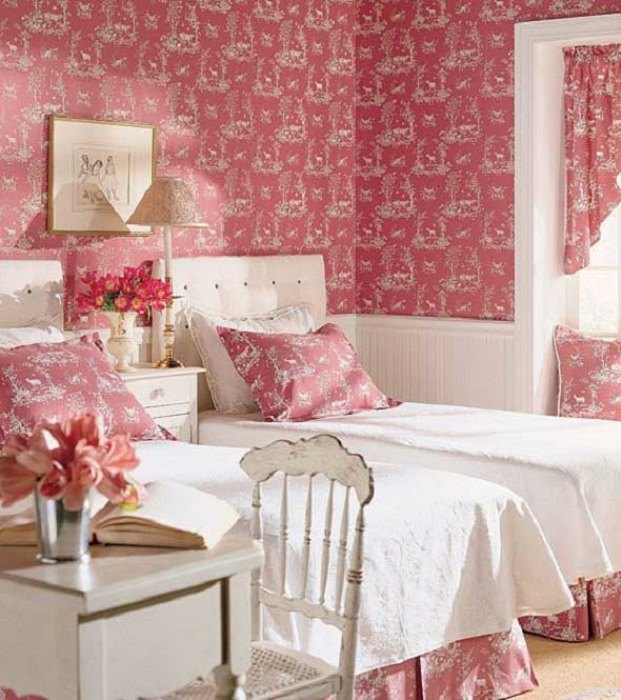Bedroom-Design-Ideas-for-Women-with-pink-wallpaper