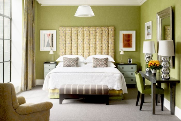 PR Bilder von: Madeleine Duxbury Sales & PR Coordinator Firmdale Hotels 18 Thurloe Place London SW7 2SP Tel: 020 7581 4045 Fax: 020 7589 0100 www.firmdalehotels.com