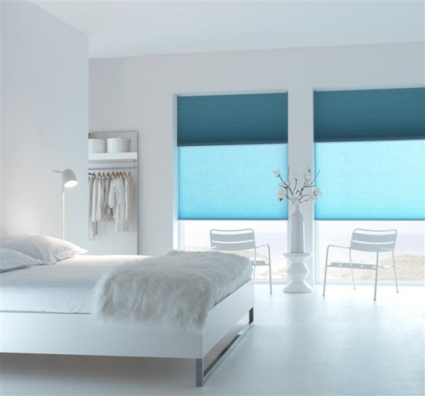 Рулонные шторы в интерьере спальни