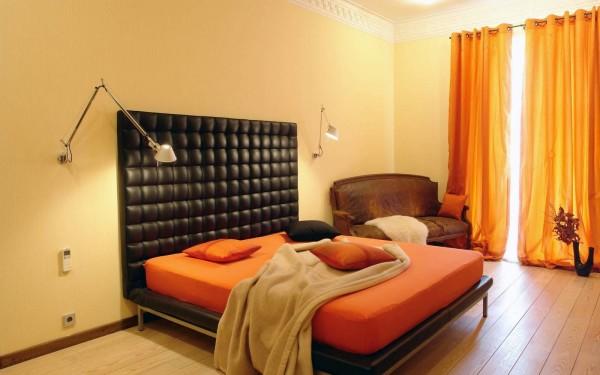 Оранжевые шторы для спальни
